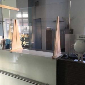 Bild einer Spuckschutzplatte in einer Arztpraxis
